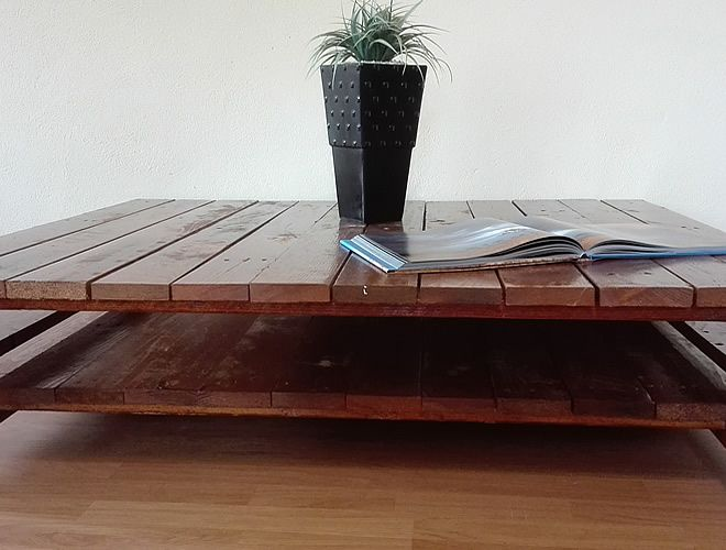 Sleek Dark Pallet Coffee Table3