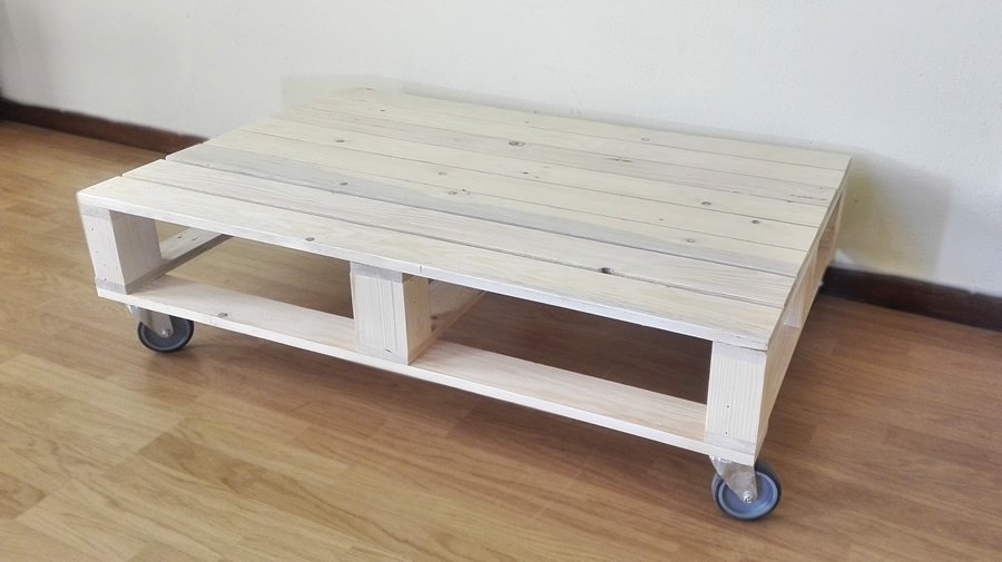 Single Pallet Coffee Table | Wheels