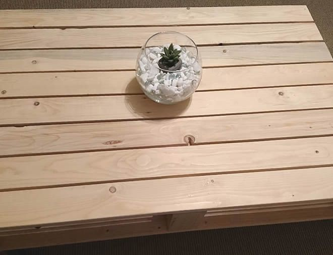 single pallet coffee table with wheels 3