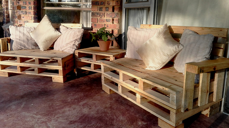 2 Piece Mini Patio Set | Raw Pallet | 4 Seater
