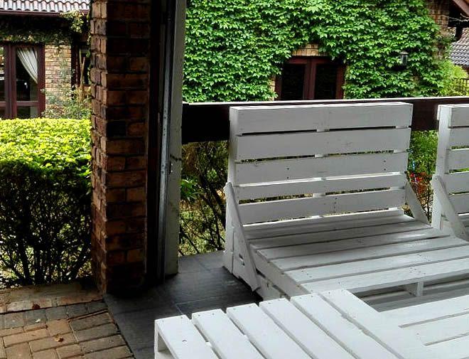 white-pallet-garden-suite-3