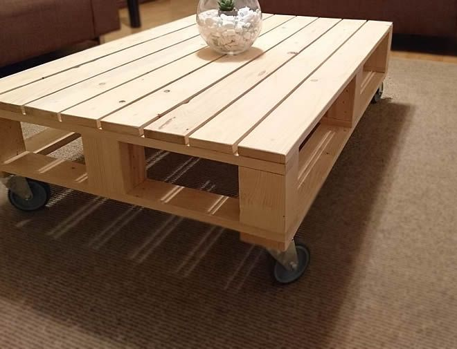 single pallet coffee table with wheels 2