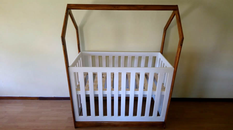 House Framed Baby Cot | 2 Tone