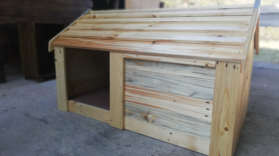 Pallet Side Dog Kennel